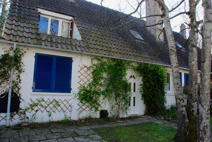 House with a big garden with trees 45km from Paris - Saint-Fargeau-Ponthierry - Casa