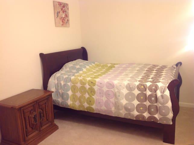 Comfortable room #3 - Gaithersburg - Ev