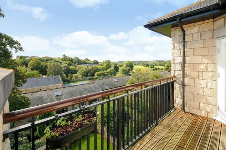 Spacious apartment with river view and parking - Wetherby - Daire