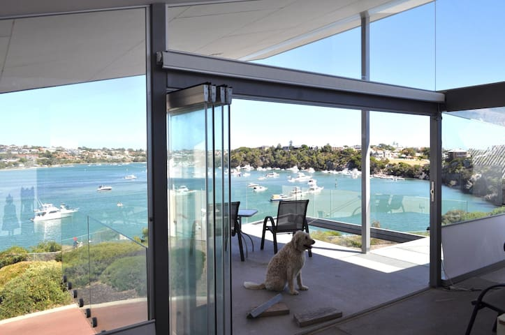 ON RIVER-FRONT! ARCHITECT HOME & WALK TO THE BEACH - North Fremantle - Huis