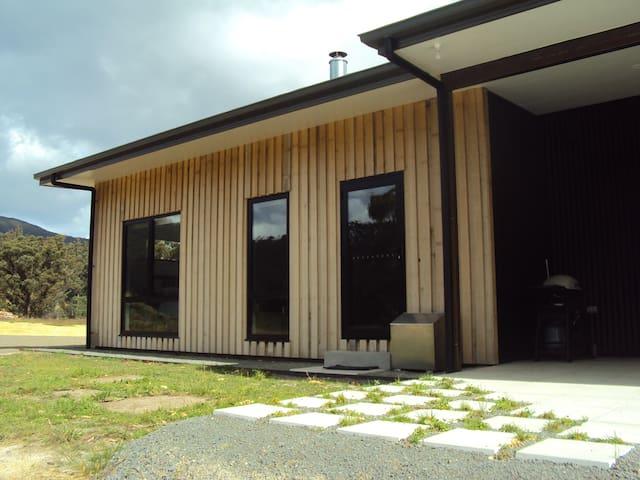 Brand New Studio Apartment- Yellow Door - Nicholls Rivulet - Appartement