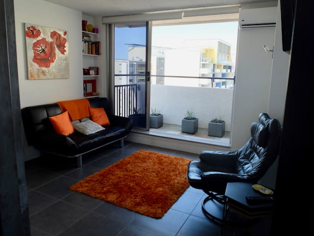 Bright & airy unit on top of the CBD - Spring Hill - Leilighet