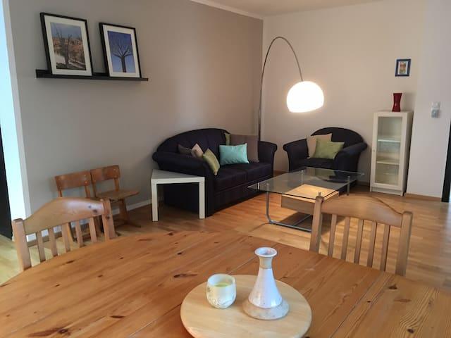 Bright, spacious apartment with garden access - Königswinter - Daire
