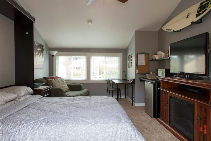 Comfortable, Detached QBR Suite w/Private Entrance - Huntington Beach - Chambre d'hôtes