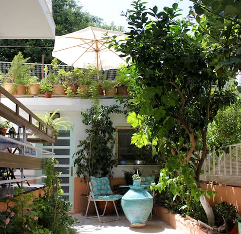 A garden house in the center of the new town - Rhodos