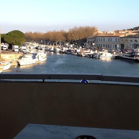 Bel appartement clair  ensoleillé vue sur le port - Beaucaire - Leilighet