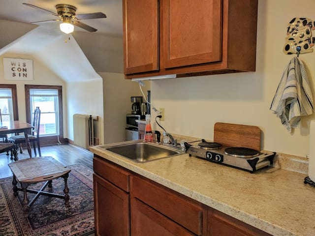 Lovely 3 Bedroom Suite Near Madison Zoo - Madison - Appartement