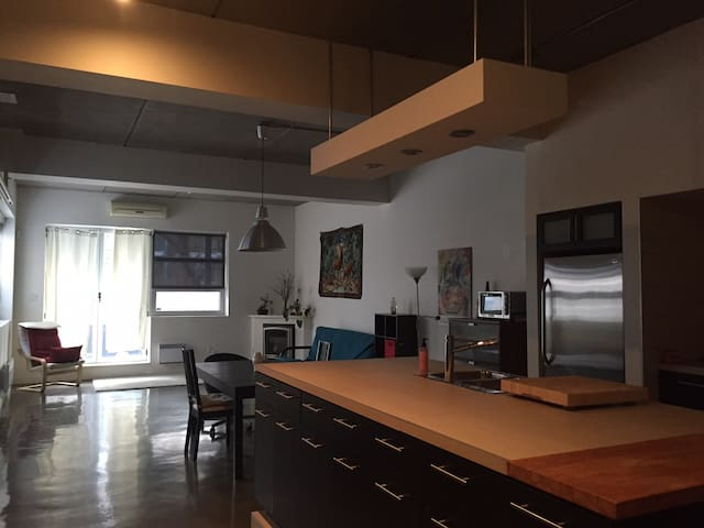 Entire luxury loft near subway and Olympic park - Montreal - Departamento