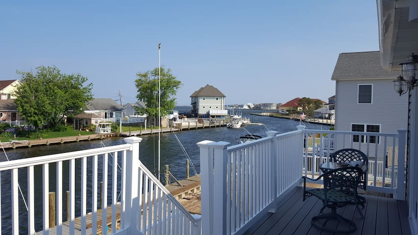 """On the water with Views, Walk to """"Bay"""" Beach! - Toms River"""