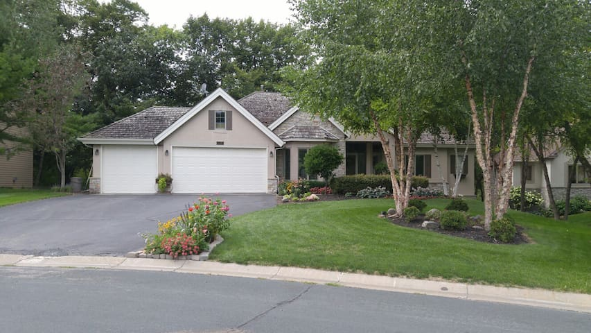 Paisley Park Home - Minutes from Paisley Park - Chanhassen - Daire
