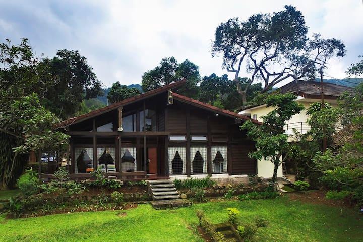 Villa Yaputra Puncak 4BR (Premium) - Cisarua - Villa
