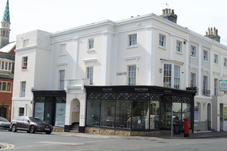 Perfectly located apartment in period property - Eastbourne - 公寓