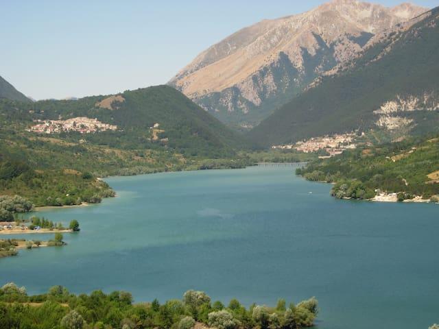 Immersi nei silenzi delle montagne Appenniniche - Montenero Val Cocchiara - Huis