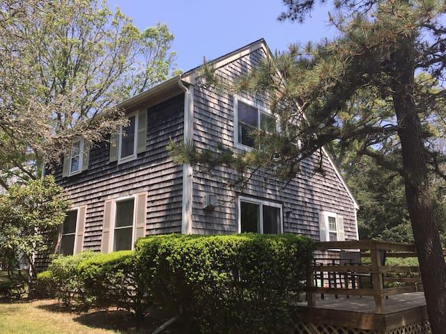 Saltbox Cottage in Oak Bluffs - Oak Bluffs