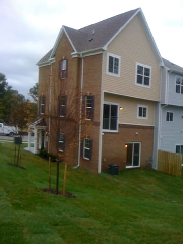 Private Bedroom and Bath close to DC - Capitol Heights