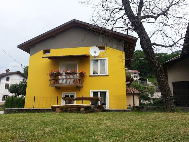 Apartment in rustic style on a farm in Soča Valley - Sela pri Volčah - Departamento