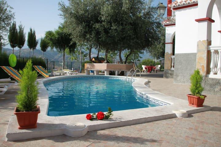Bonita Villa privada con piscina - Sayalonga - Villa
