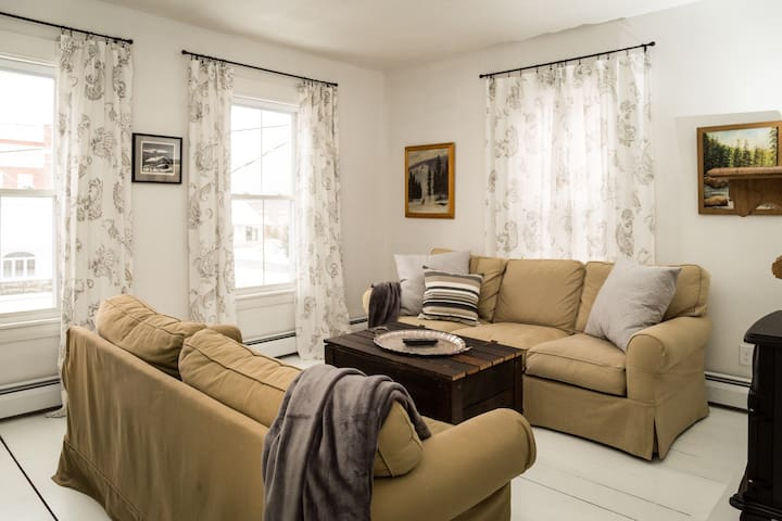 Chic New England Apartment - Gorham - Leilighet