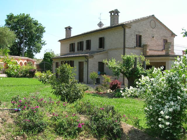 VILLACAROLINA-Immersa nel verde GREEN HOUSE - Loreto - Huis