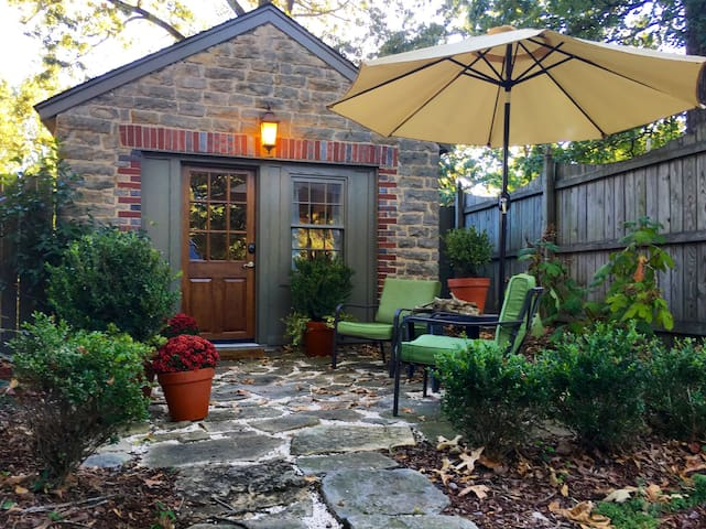 Cozy Carriage House in Downtown Florence, AL - Florence - Hus