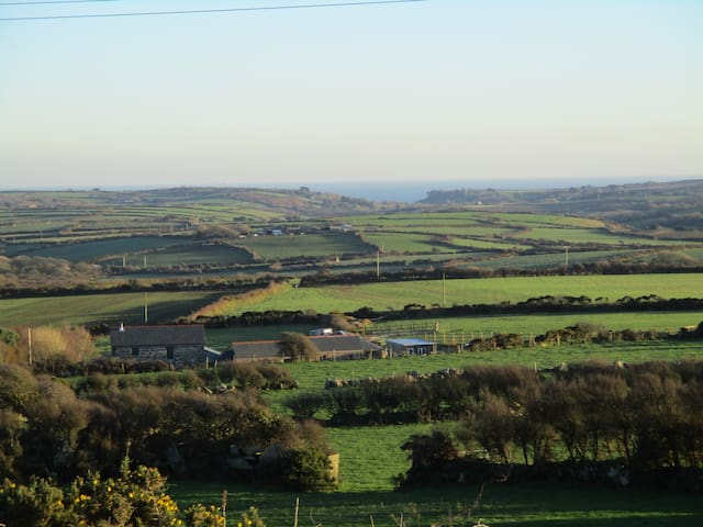 Newly converted barn with views to the sea - Cornwall - Rumah