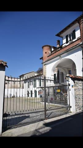 B&B I Templari A 5 Km dall'autlet di Serravalle S. - Gavi - 家庭式旅館