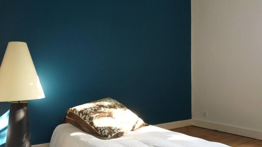 Jolie chambre chez l'habitant à Bordeaux - Bordeaux - House