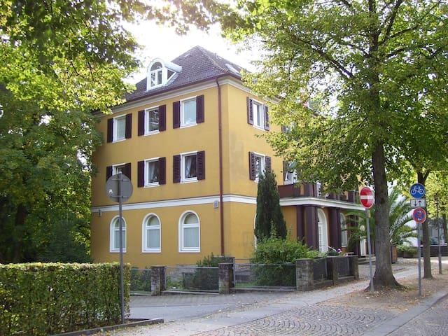 2 Zi. Whg direkt am Schloss/Kurpark - Bad Pyrmont