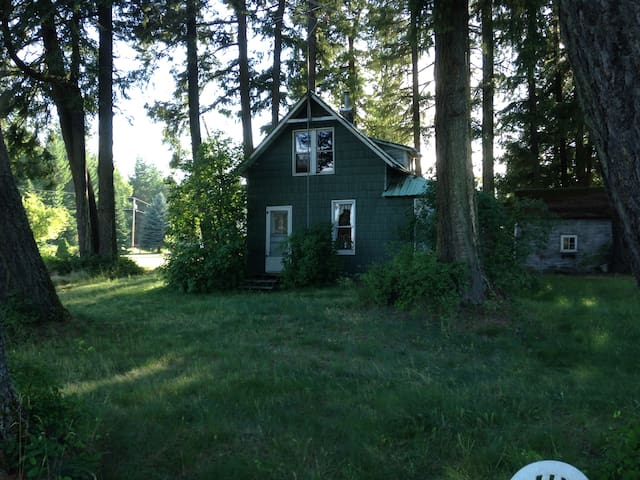 The Little House on 5 Acres 5 mins. from Sandpoint - Sandpoint - Hus
