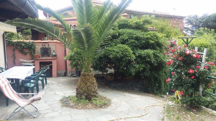"""Residenza """"Bosco delle Ninfee""""a pochi km dal mare - Savona - 別荘"""