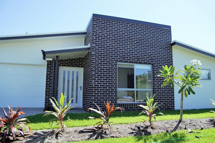 Sunshine Coast Peaceful Modern Escape - Nambour - Hospedaria