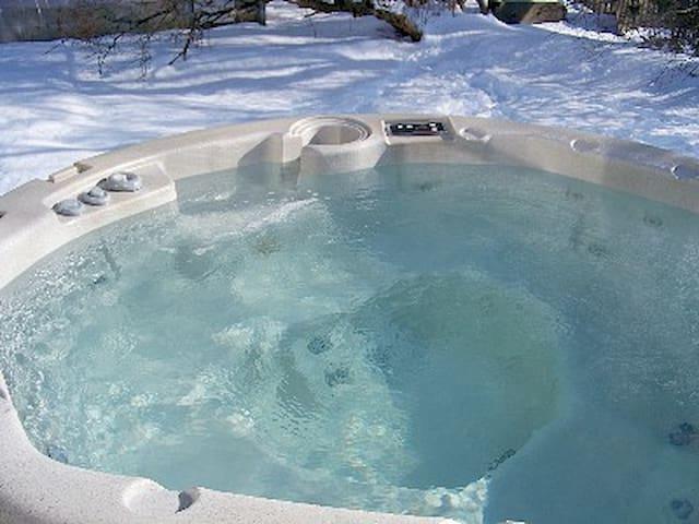 Charming,Private,Romantic,Hot Tub! - Brunswick - Huis