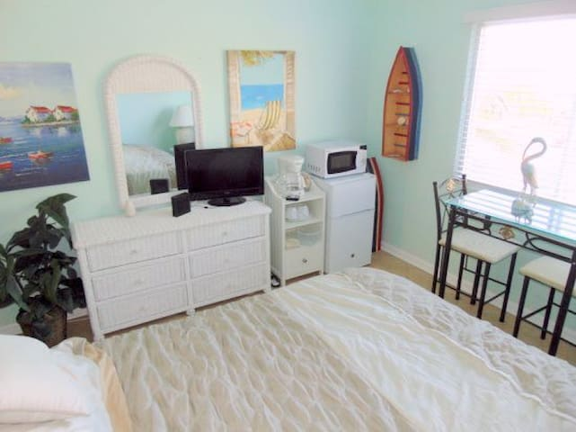 Stay on the beach! On lovely Hutchinson Island! - Jensen Beach - Loft