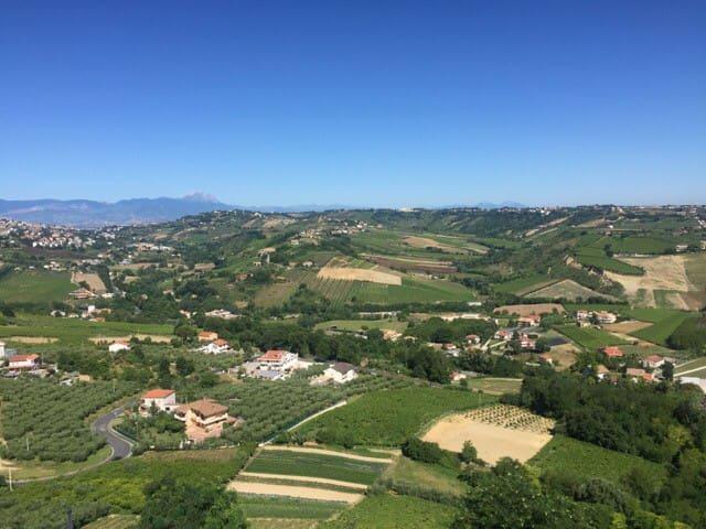 Stunning hilltop quaint Italian village w sea view - Ripa Teatina  - Huis