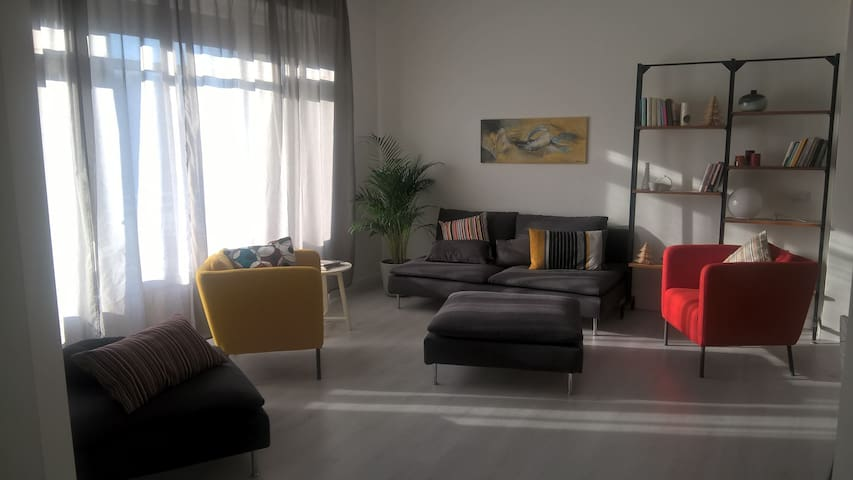 Luminous apartment, near M3, one car free parking. - San Donato Milanese
