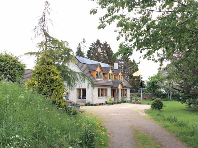 Hearthside, Highland home from home - Grantown-on-Spey - Huis