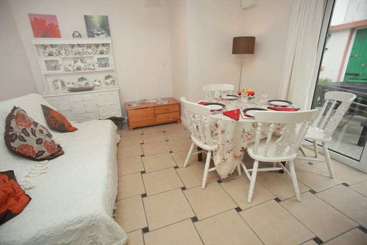 COSY Warm 1bed app .sleeps up to 5 - Craughwell - Appartement