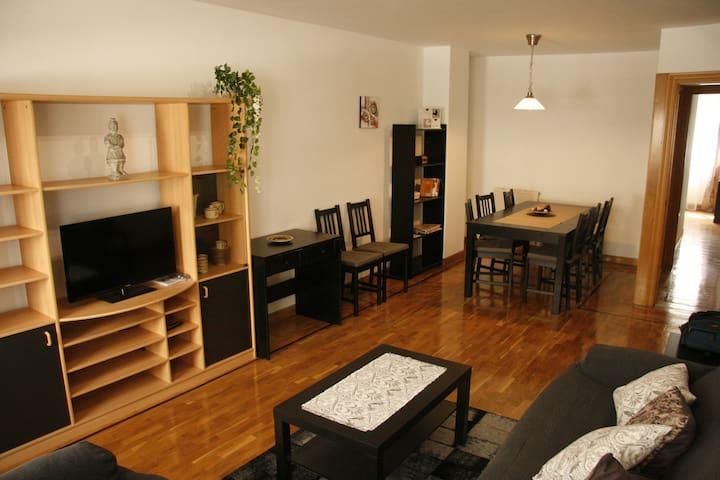 Apartamento amplio y luminoso zona universidades - Pampelune - Appartement en résidence