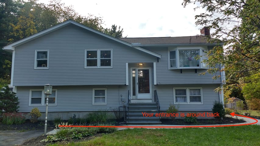 Comfy 2BR retreat near hwy, free WiFi and parking - Chelmsford - Ev