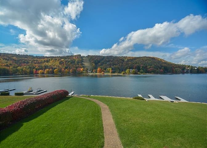 Lake Escape: Big Lake Views, 5 BR, Private Dock - McHenry - Ev