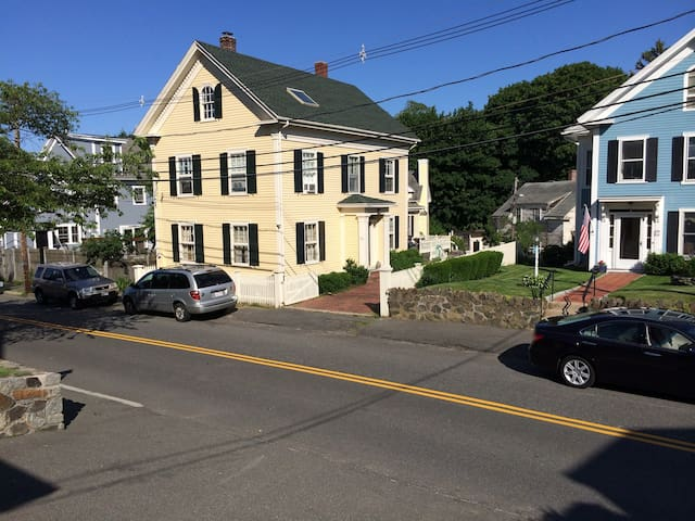 Antique Home in Old Town - Marblehead - Casa