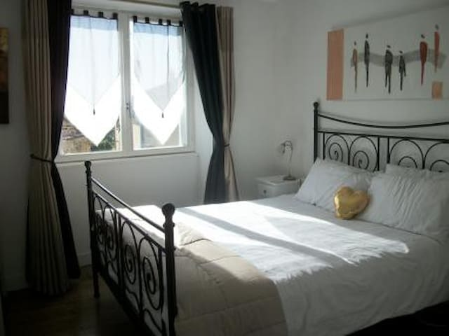 Spacious Village Apartment - Brigueuil - 公寓