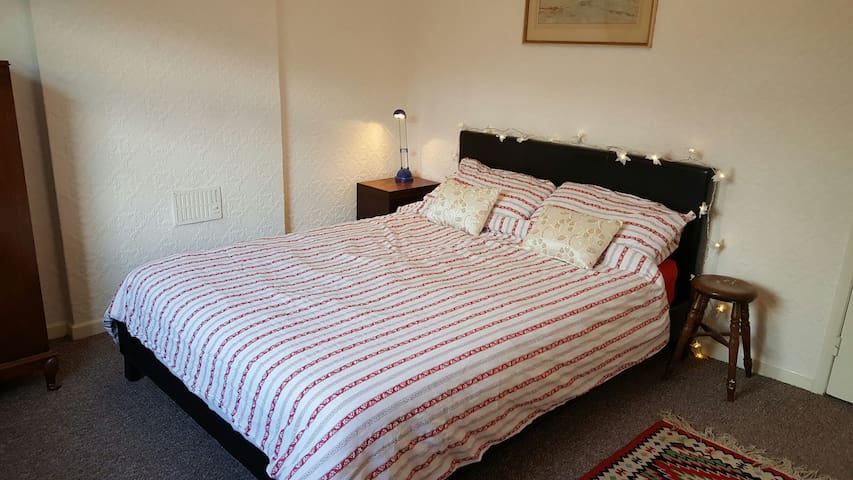 Comfortable room, in Abergavenny - アバーガベニー - 一軒家