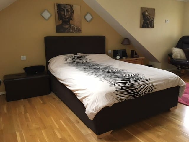 Spacious En Suite Double Room + Free parking - East Grinstead - Dom