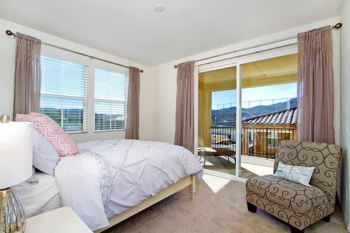 Beautiful Brand New Room with Views and Balcony - Temecula - Ház