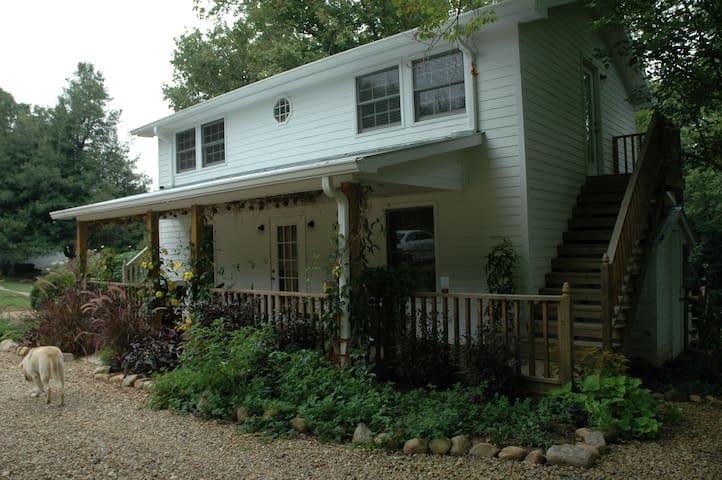Linnaea Gardens Guest House Unit #3 - Jonesborough