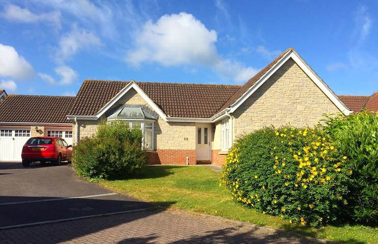Bungalow in quiet location, Parking - Somerset