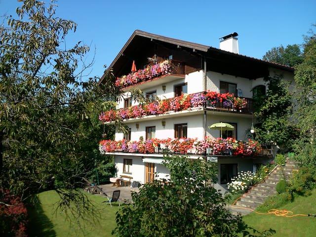 Berg- und Seeblick für 4 bis 6 Personen - Kaisigen - Wohnung