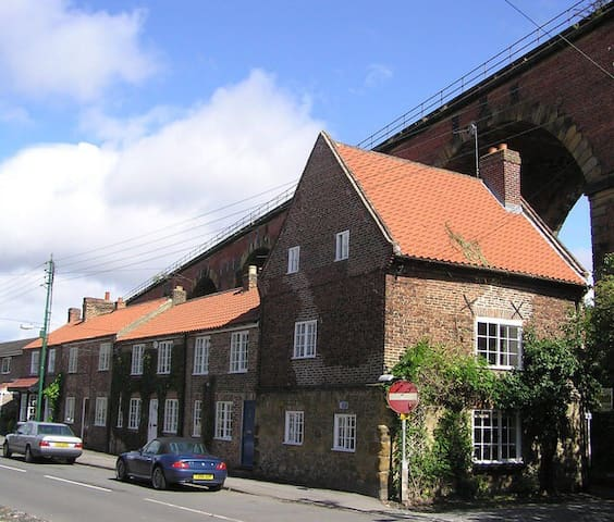 Charming 3 bed cottage central Yarm - Yarm - 獨棟