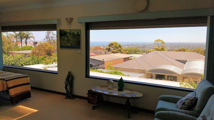 Huge 2 room Studio & Games room, Parking & views - Seaview Downs